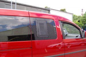 1.1 Fotogalerie Frischluftgitter Schiebefenster Volkswagen Caddy Artikel-Nummer 114-028000-2