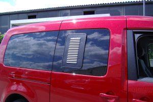 1.2 Fotogalerie Frischluftgitter Schiebefenster Volkswagen Caddy Artikel-Nummer 114-028000-2