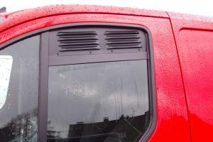 1.7 Fotogalerie Frischluftgitter Fahrerhaus Ford Transit Custom Tourneo Custom Artikel-Nummer 114-019000-2