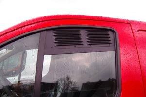 1.8 Fotogalerie Frischluftgitter Fahrerhaus Ford Transit Custom Tourneo Custom Artikel-Nummer 114-019000-2G