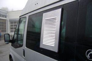 2.3 Fotogalerie Frischluftgitter Schiebefenster Ford Transit Artikel-Nummer 314-021000-2