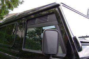 2.9 Fotogalerie Frischluftgitter Fahrerhaus Land Rover Defender Artikel-Nummer 414-000000-2