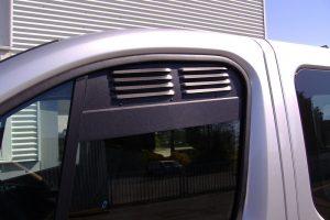 4.1 Fotogalerie Frischluftgitter Fahrerhaus Opel Vivaro Artikel-Nummer 114-020000-2