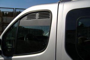 4.3 Fotogalerie Frischluftgitter Fahrerhaus Renault Trafic Artikel-Nummer 114-025000-2