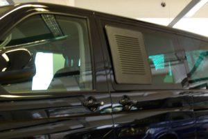 4.7 Fotogalerie Frischluftgitter Schiebefenster Volkswagen T5 Artikel-Nummer 314-024003-2AG