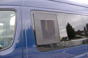 6.2 Fotogalerie Frischluftgitter Schiebefenster Mercedes-Benz Sprinter Artikel-Nummer 314-027003-2